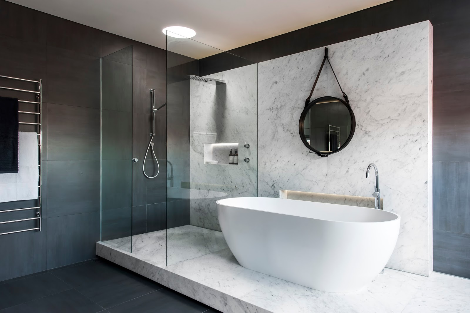 5 drool worthy bathrooms beyond stone wa for Carrelage de marbre blanc